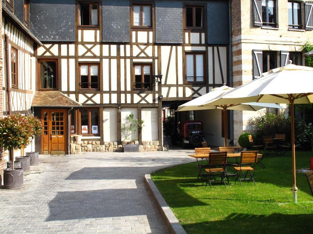 LA LICORNE LYONS LA FORET HOTEL & SPA